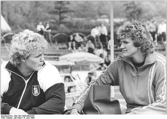 Bundesarchiv_Bild_183-1988-0604-025,_Gabi_Reinsch,_Ilke_Wyludda_im_Gespräch