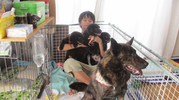 ディアナ_と子どもたち(左からマイア、メイ、ジョン)