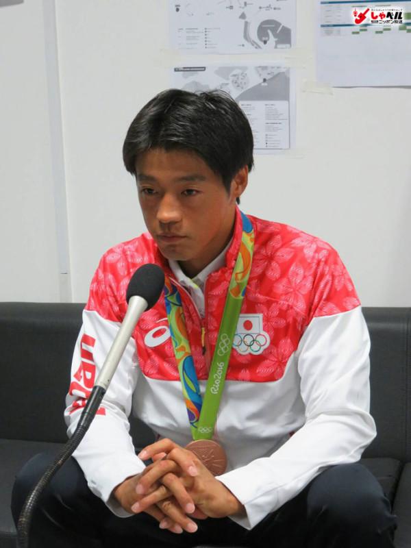 カヌーの羽根田選手-銅