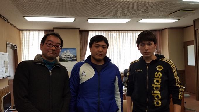 生徒たちと飯田アナウサー