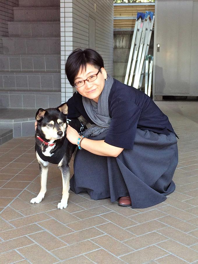 野村さんとこまち。会社の前にて(w680)