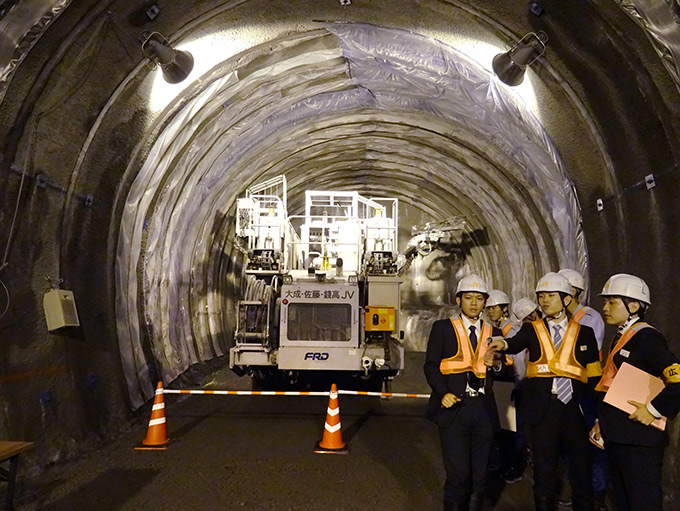 先進坑 リニア中央新幹線 掘削現場 重機