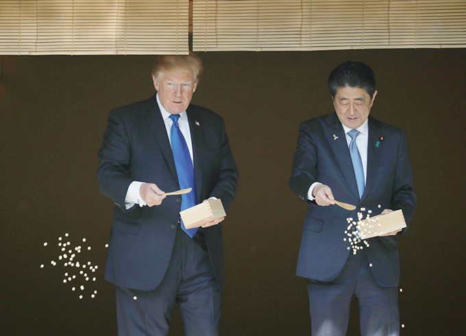 トランプ トランプ大統領 池 コイ 鯉 餌 安倍晋三 安倍首相