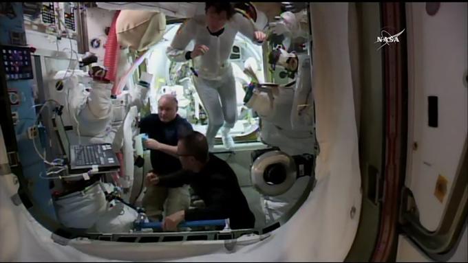 NASA 船外活動 金井宣茂 宇宙服