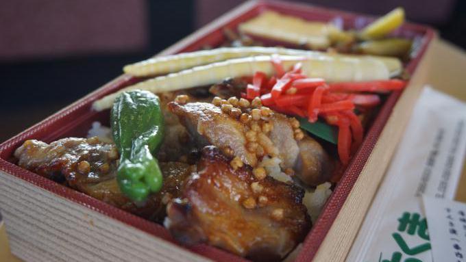 信州山ごはん あぶり豚の蕎麦みそ弁当
