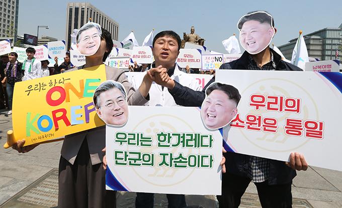 文在寅 大統領 金正恩 朝鮮労働党委員長 南北首脳会談 支持 韓国人 ソウル