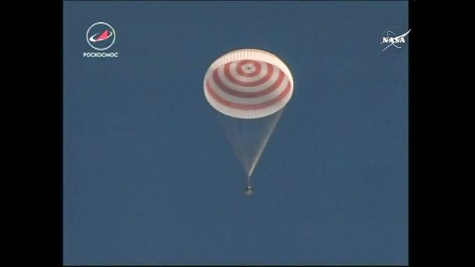金井 宇宙飛行士 ソユーズ宇宙船 パラシュート 着陸態勢