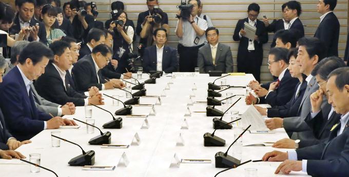 安倍首相 公明党 山口 代表 政府与党連絡会議