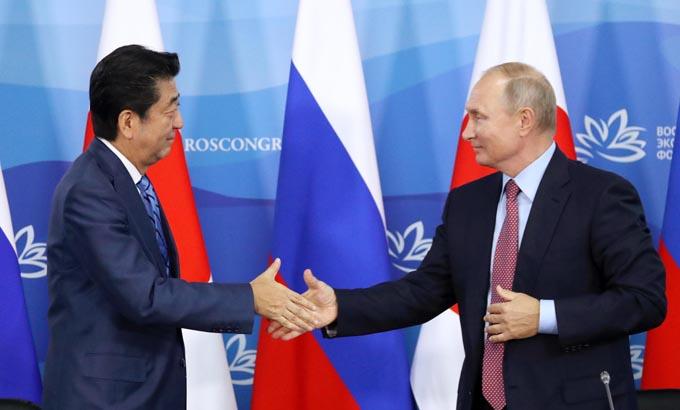 日露首脳会談 東方経済フォーラム ウラジオストク プーチン 安倍 北方領土 平和条約