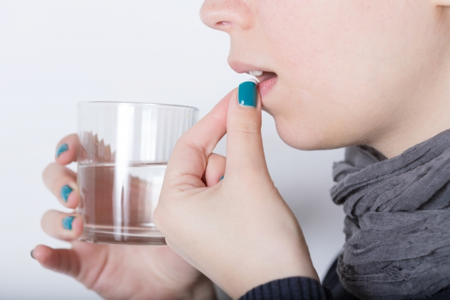 """お薬を飲むときの""""お水""""の量は、こんなに必要だった – ニッポン放送 ..."""