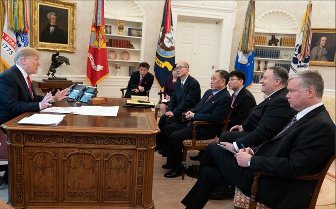 北朝鮮 金正恩 トランプ アメリカ 米朝 首脳会談 ベトナム ハノイ 階段 経済制裁
