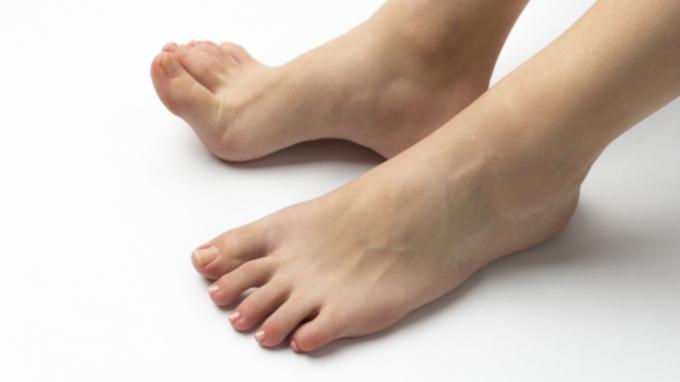 足の小指がタンスの角に当たると痛いのはなぜ? 医師が回答 – ニッポン ...