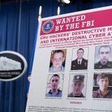米司法省の記者会見で提示されたロシア軍参謀本部情報総局(GRU)のハッカー6人の写真=2020年10月19日、ワシントン(ゲッティ=共同) 写真提供:共同通信社