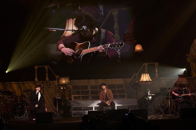 城田優、山崎育三郎、尾上松也(ギター)