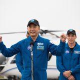 ケネディ宇宙センター到着後の野口聡一宇宙飛行士(JAXA提供)