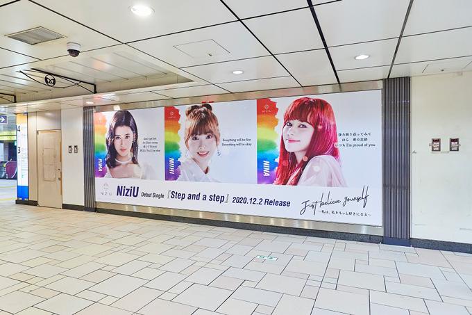 NiziU_表参道広告(3)