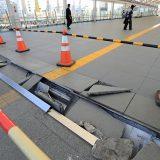 亀裂が入ったJRいわき駅の通路=2021年2月14日午後、福島県いわき市 写真提供:産経新聞社