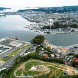 復興祈念公園 上空から見た気仙沼市(気仙沼商工会議所 提供)