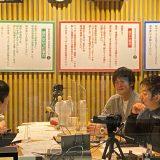 テレビ東京・佐久間宣行プロデューサー(左前)、伊藤隆行部長(右前)、三宅優樹ディレクター(右奥)