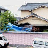 埋葬された飼い犬の死因を調べるため、和歌山県警による捜索が行われた資産家宅=2018年6月7日午前、和歌山県田辺市 写真提供:産経新聞社