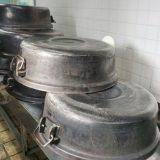 丸い釜で炊いているアベ鳥取堂のお米