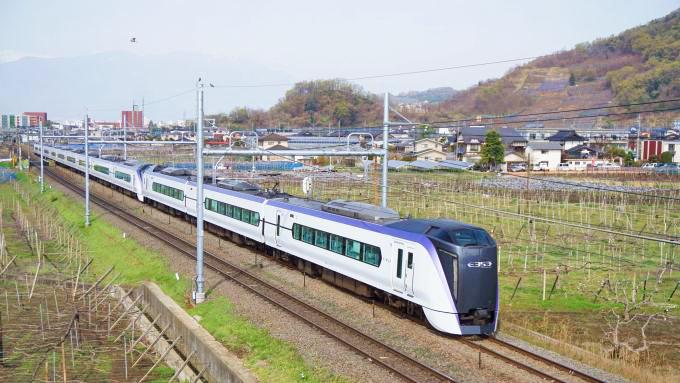 E353系電車・特急「あずさ」、中央本線・酒折~石和温泉間