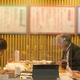 吉田尚記アナ、増山さやかアナ 後方はニュースを伝える山本デスク