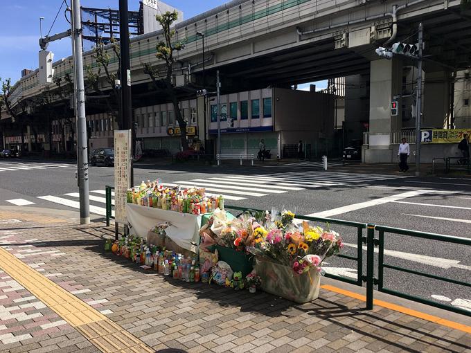 死亡した母子のために設けられた献花台 東京都豊島区南池袋(2019年4月28日撮影、2021年4月時点では撤去済み)