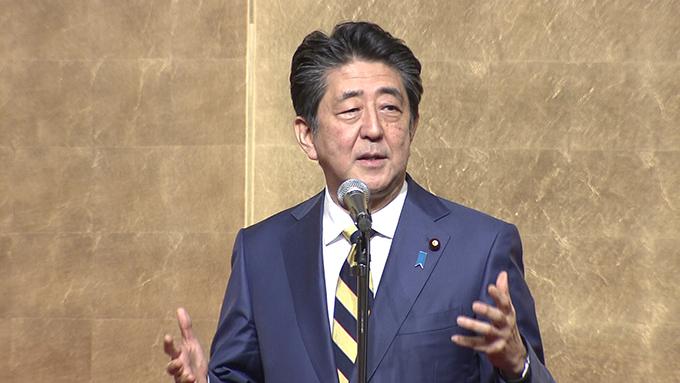 2019年12月11日、挨拶する安倍総理~出典:首相官邸ホームページ(https://www.kantei.go.jp/jp/98_abe/actions/201912/11economist.html)