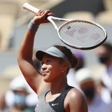 全仏テニス第1日 女子シングルス1回戦で勝利し歓声に応える大坂なおみ=パリ(ゲッティ=共同) 日本時間2021年5月30日 写真提供:共同通信社