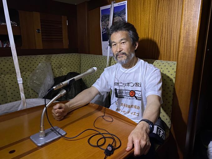 アメリカ・サンディエゴに到着した船内からニッポン放送に出演する辛坊治郎