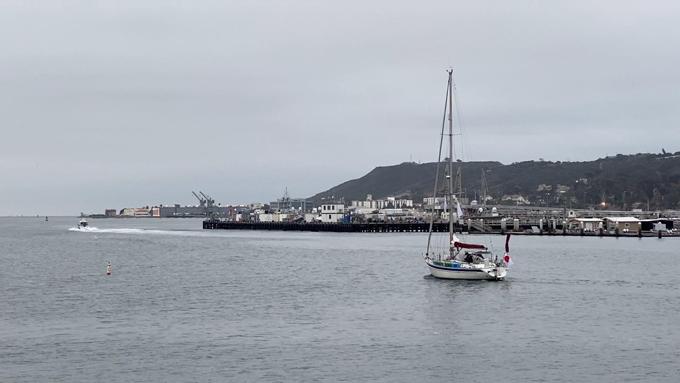 再出発し、湾内を航行するKaorinV(カオリンファイブ)号