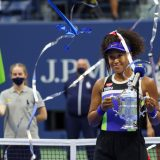 全米テニス・女子シングルス表彰式/優勝した大坂なおみ 2020年9月12日 ニューヨーク AFP=時事 写真提供:時事通信社