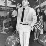プロ野球 広島へ移動の巨人・長嶋茂雄選手=新大阪駅で  撮影日:1970年08月 写真提供:産経新聞社