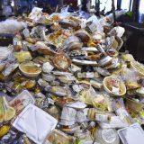 減らそう食品ロス コンビニ弁当などの廃棄食品 2020年07月15日 写真提供:共同通信社