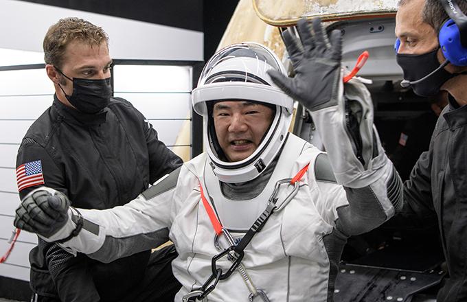 野口さんが無事帰還した(5月2日 JAXA・NASA提供)