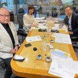7月8日ニッポン放送「辛坊治郎 ズーム そこまで言うか!」出演時の春日良一氏(写真左)と、飯田浩司アナウンサー(同右)、増山さやかアナウンサー(同中央)