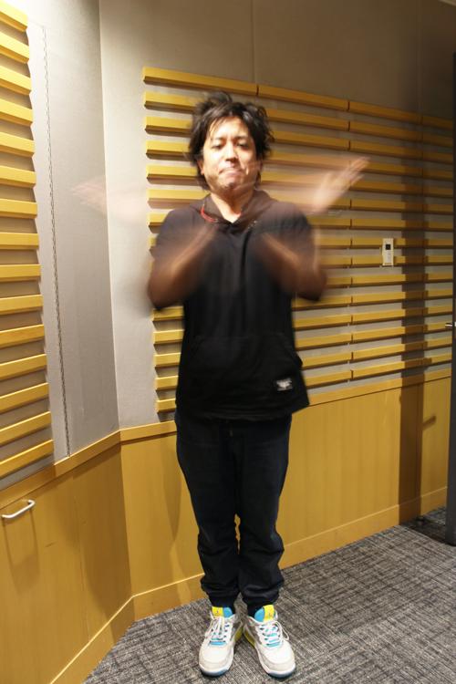 気合の入った松井さんの拍手 ブレています