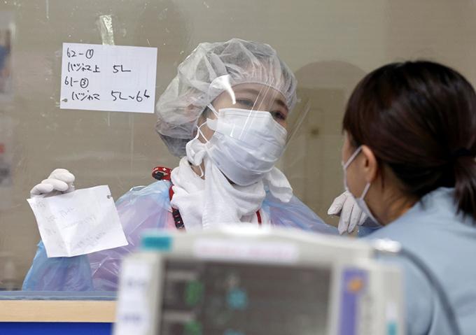 川崎のコロナ病棟 病床逼迫、ピーク見えない=2021年8月11日午後 写真提供:共同通信社