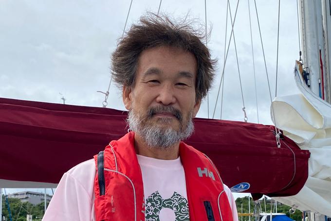 日本への帰還を果たし、安堵の表情を見せる辛坊治郎