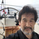航行中の船上の辛坊治郎