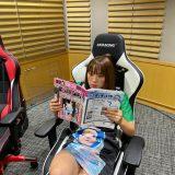 無の顔で週刊誌読んでおります。